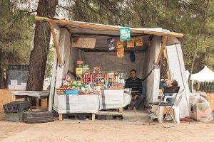 Maidan tent, un negozio al Ritsona camp in Grecia